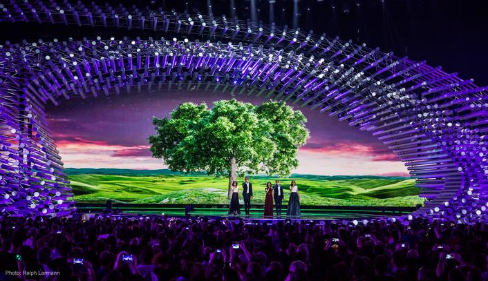 Al Gurdon designs 140 fixtures into ESC 2015's opulent set