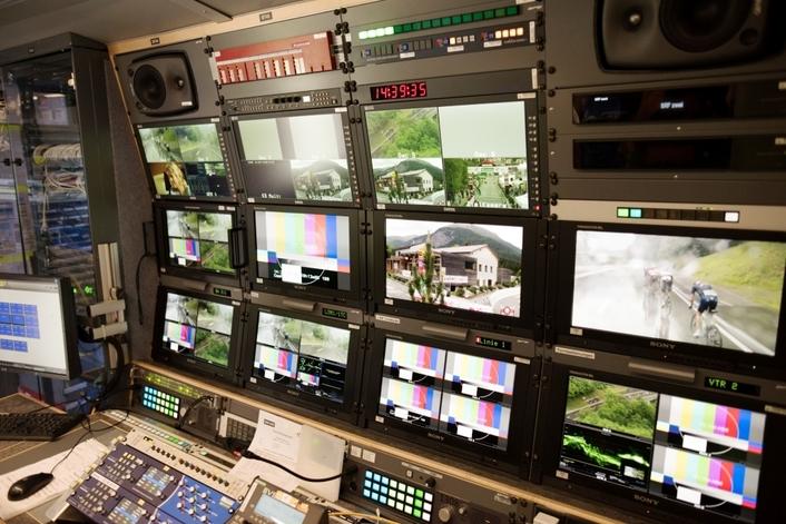 Neutrik   opticalCON® MTP®24 put to the test by tpc on Tour de Suisse