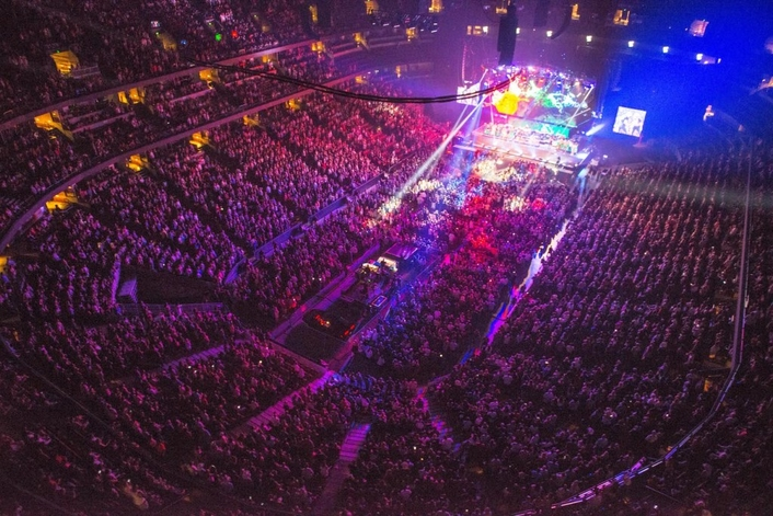 """Brad Paisley's """"Weekend Warrior"""" Tour Hits the Road with HARMAN Professional Solutions"""