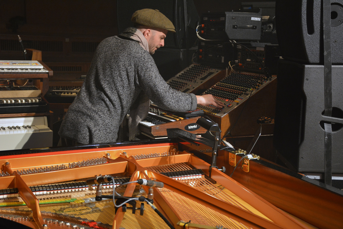 Nils Frahm tours the world with AURUS platinum from Stage Tec