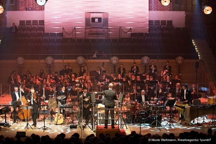 The Neue Philharmonie Berlin on Tour with Stage Tec
