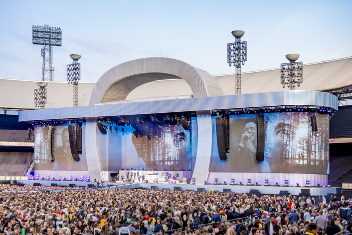 disguise's vx 4 servers and Augmented Reality features play a key role at Marco Borsato's 2019 Record-Breaking Concert Series