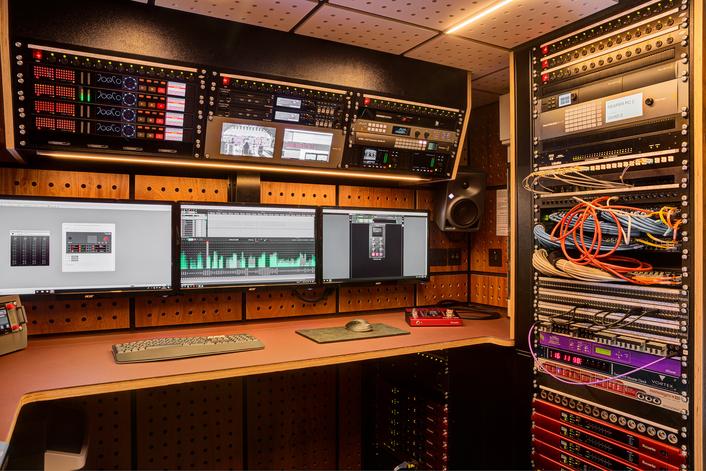 Bespoke 1RU point-to-point bi-transmission for advanced large-format IP OB truck