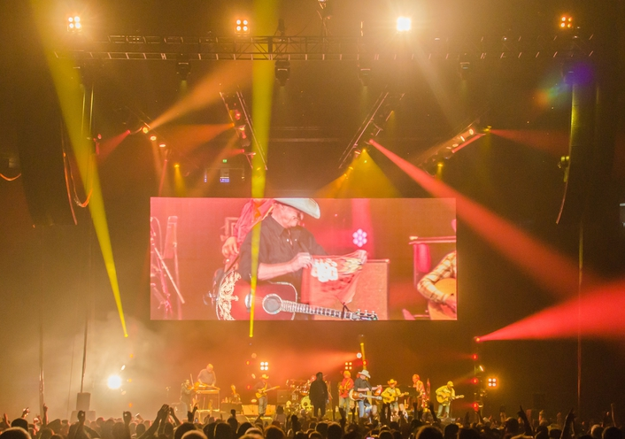 "Platinum FLX™ Flexibility for Alan Jackson ""Still Keepin' it Country"" Tour"