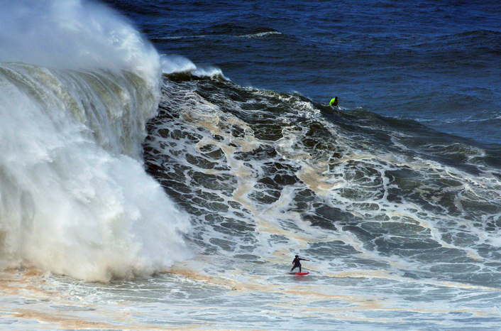 "Justine Dupont surfed ""the greatest wave of her life"" in Nazaré"