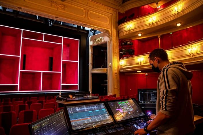 Deutsches Theater Berlin Invests in Robe