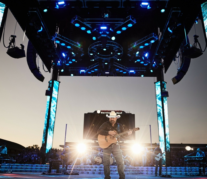 Garth Brooks Returns to the Stage with Bandit Lites