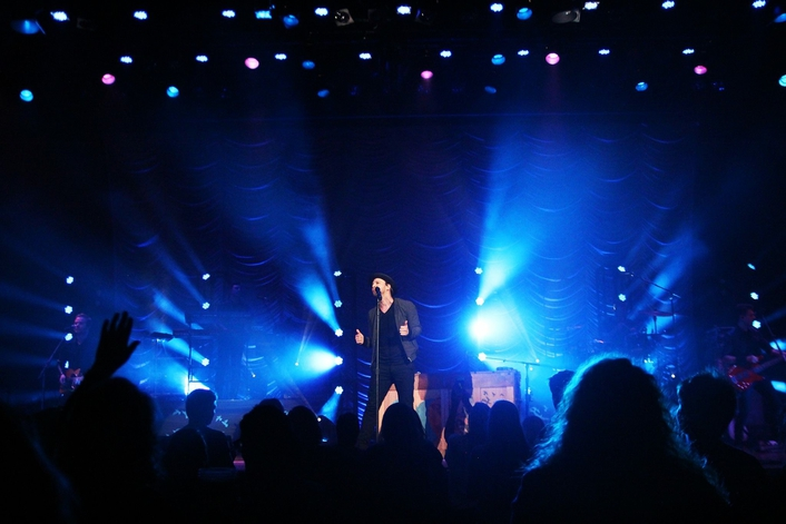 GAVIN DEGRAW TOURS WITH BANDIT LITES