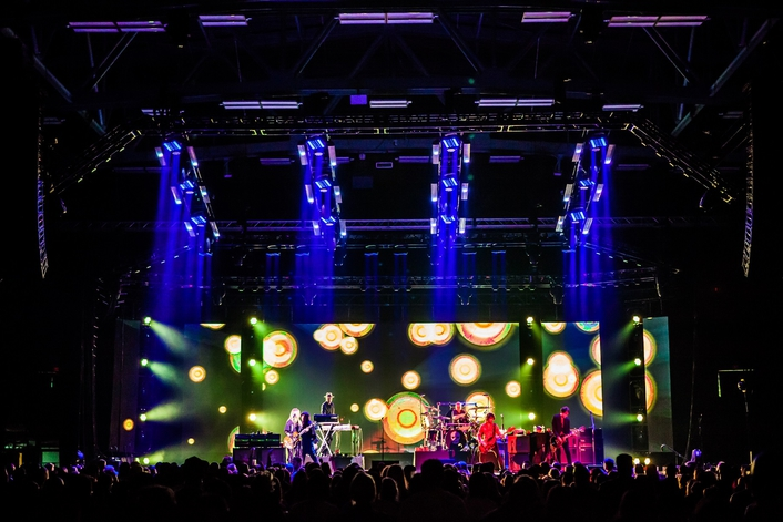 "Elation ACL 360 Matrix™ Effects for Heart on ""Queens of Sheba"" Tour"