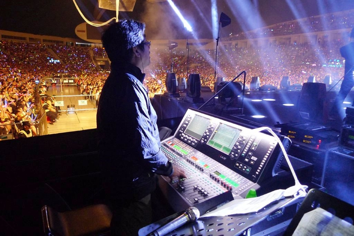 DLIVE MAKES CHINESE DEBUT ON SINGER HINS CHEUNG'S TOUR