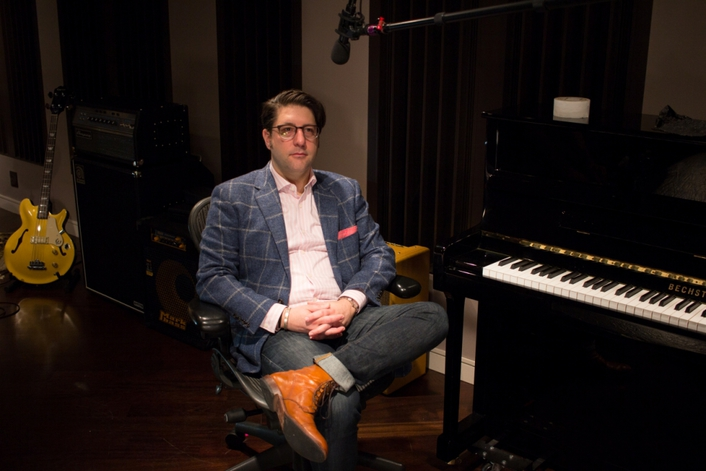 Live sound and studio legends such as producer Al Schmitt appear in bi-weekly interviews