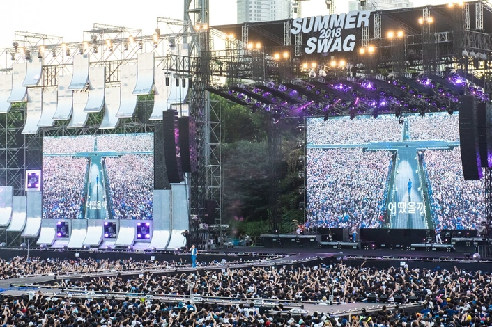 Psy's stadium tour hits 'Gangnam Style' with d&b GSL