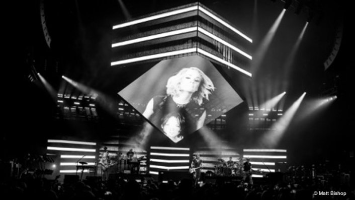 Keith Urban 'Embraces the Square' with Ayrton MagicPanel-R on Grafitti U World Tour