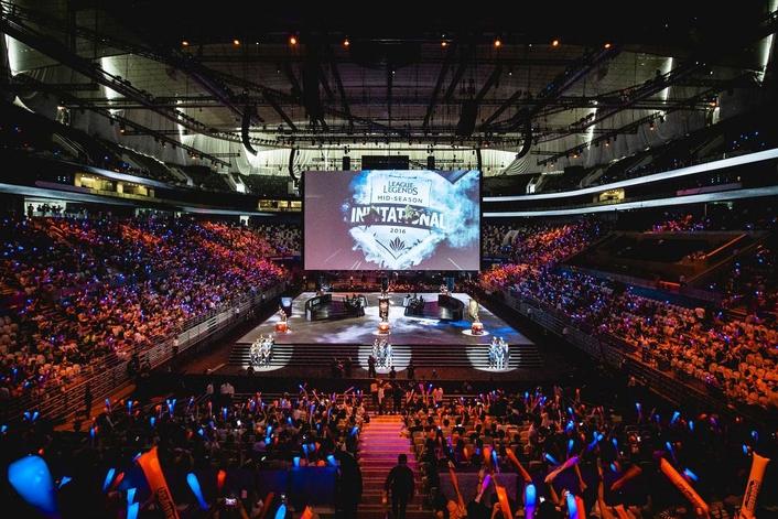 Live League of Legends Esports Tournament With Vizrt AR graphics
