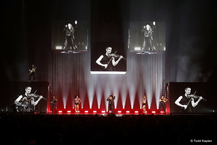 """""""Shania Now"""" World Tour Features Extensive Array of Claypaky Mythos2 and Scenius Unico Fixtures"""