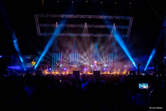 Avraham Tal Plays Robe on Tour