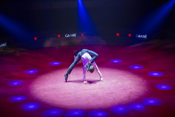 Robe Sprinkles Extra Magic on Circus  at Theatre Carré