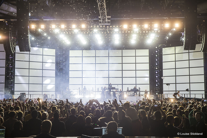 Lighting equipment was supplied by leading German rental specialist Satis & Fy, together with rigging, automation, stage and set. Cue Design provided the Hog 4 consoles running the lights and media servers for the playback video