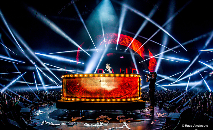 Grand Gig Puts Its Hands Up for Robe