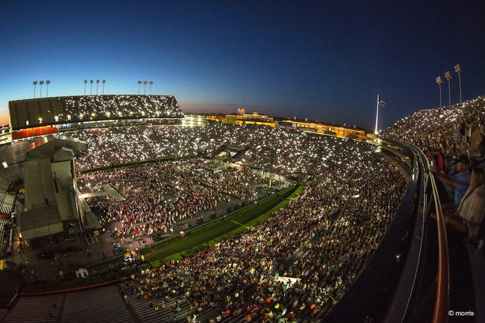 Robe BMFL WashBeams Help  Kenny Chesney Spread the Love to his Fans