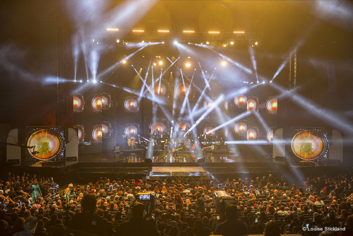Once again, the eye-catching lighting was designed by one of Mexico's best known LD's Tiffy (German Castellanos) with over 100 Robe fixtures on the rig, supplied by top rental company LED Project. Both are based in the pulsating capital city, CDMX.