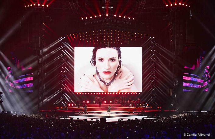 Robe Pointes to BMFLs for  Laura Pausini World Tour