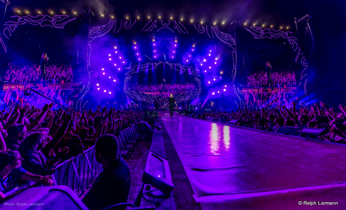 Upstaging, Inc., headquartered in Sycamore, Illinois, supplied the theatrical lighting and equipment trucking for the tour