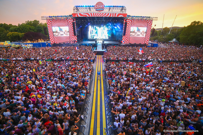 Martin Audio PA systems were once again all over the massive 7-day Sziget Festival in Hungary — the final leg of a three-event tour of the country, which included Volt and Balaton Festivals