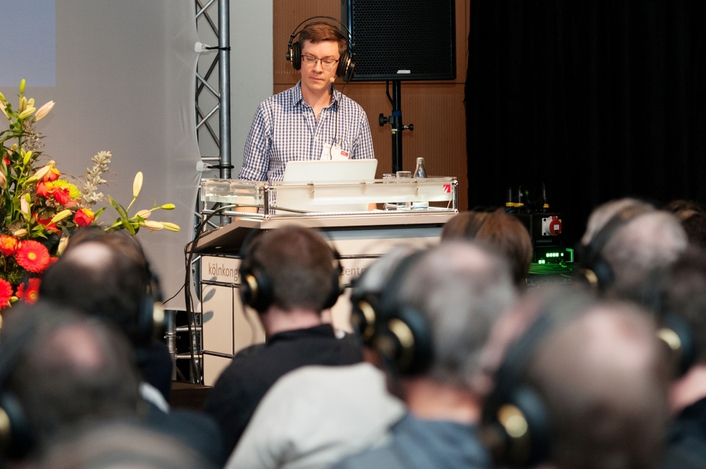 Some presenters compared binaural audio with a reproduction through the 3D sound reinforcement system – a rare opportunity which was rendered possible thanks to the excellent technical equipment in the room.