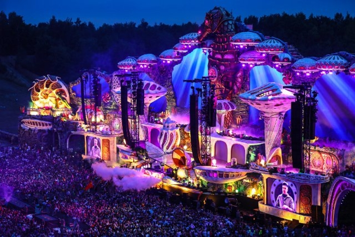 Tomorrowland gets Hyperreal with L-ISA