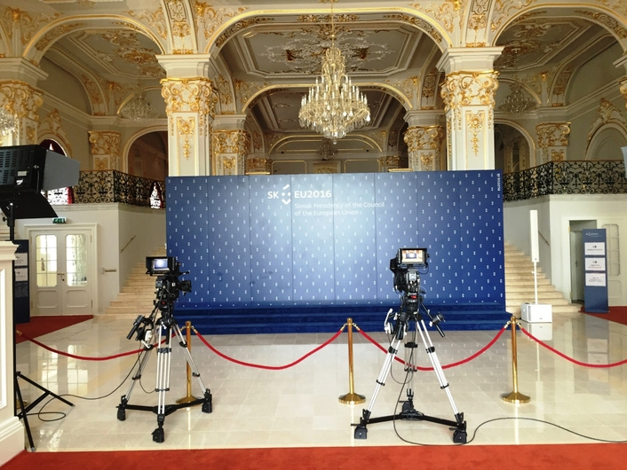 Yamaha TF1s Mix The Council of the European Union For A Global Audience