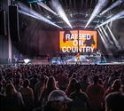 "Chris Young´s ""Raised On Country World Tour 2019"" Shines With Bandit Lites"